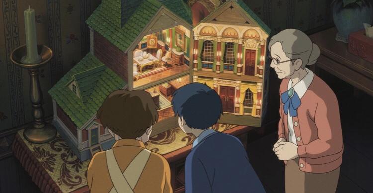 ハルさん、翔、貞子がドールハウスを眺める
